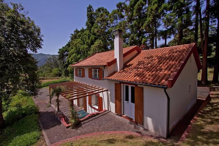 Vakantiehuis met zwembad met wifi  Santo Antonio da Serra, Santa Cruz  Quinta das Colmeias Cottage