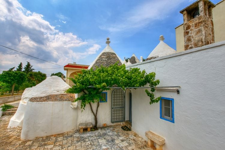 Cisternino Vakantiewoningen te huur Typische trullo met kegelvormig dak in prachtig gebied dichtbij de zee