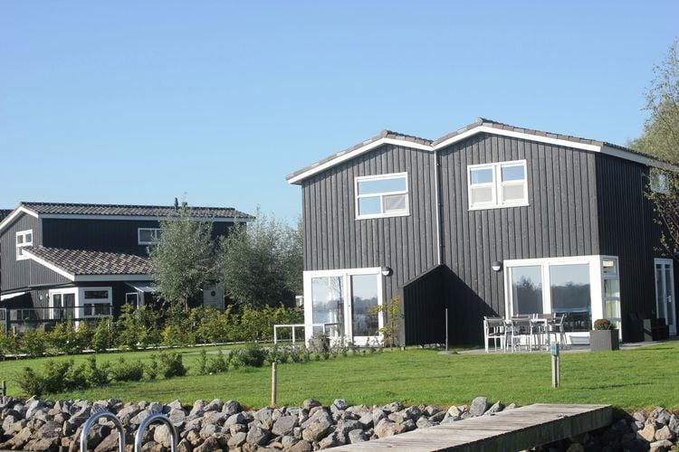 Villa  met wifi  Terherne  Ruime, modern ingerichte, geschakelde villa op waterpark met vele faciliteiten voor waterliefhebbers