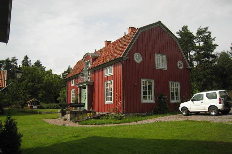 Zweden Vakantiewoningen te huur Prachtig landhuis schitterend gelegen bij een meer en in de bossen.