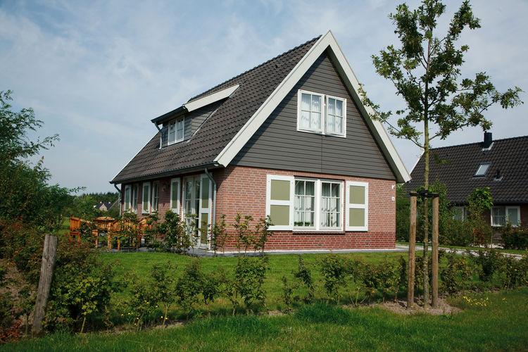 Vakantiewoning  met wifi  Appelscha  Riante, vrijstaande villa, gelegen op ruim opgezet park Buitenplaats de Hildenberg met golfbaan