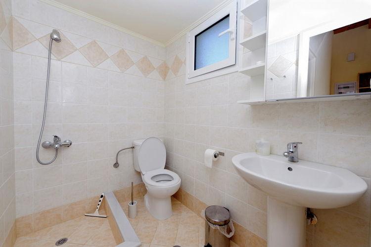 Ref: GR-24004-02 3 Bedrooms Price