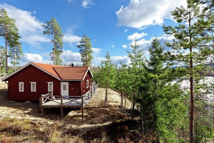Zweden Vakantiewoningen te huur Exclusieve vakantiewoning direct aan sprookjesachtig meer in het bos