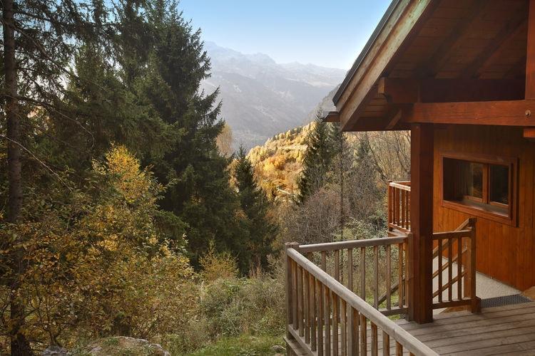Oz-En-Oisans Chalets te huur Tussen dennenbomen gelegen vrijstaand chalet met open haard in chaletwijk nabij de Alpe d