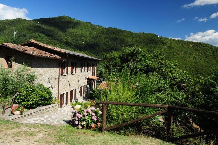 Castiglione-di-Garfagnana Vakantiewoningen te huur Gezellig huis met prive zwembad en een adembenemend uitzicht op de Garfagnana