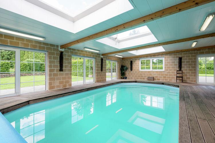 Vakantiewoning met zwembad met wifi  Hockai  Schitterende villa met binnenzwembad en nog meer, aan de rand van het bos