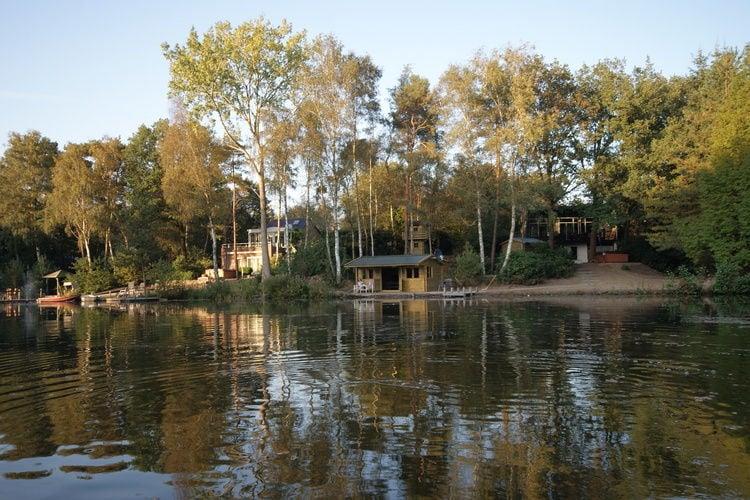 Overijssel Villas te huur Luxe villa met privébos en -strand aan visvijver