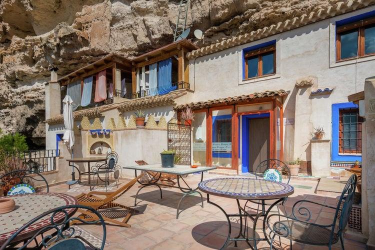 Castilla las mancha Vakantiewoningen te huur Gerenoveerde grotwoning mét jacuzzi in microklimaat van rivierkloof te Albacete