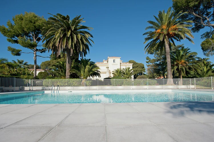Appartement met zwembad met wifi  Provence-Alpes Cote d AzurLes pieds dans l