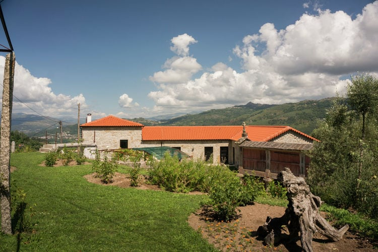 Vakantiewoning met zwembad met wifi  Ponte da Barca  Sfeervol appartement met grote privétuin omzoomd door oude olijfbomen