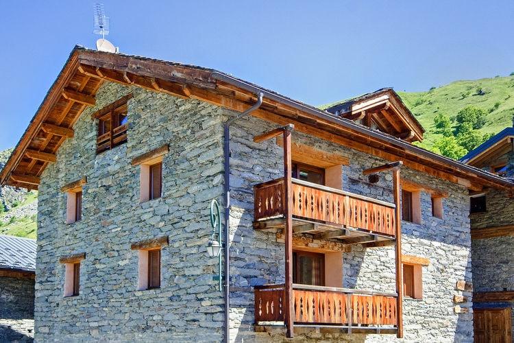 Les-Menuires Vakantiewoningen te huur Mooi gelegen chalet, op 200 meter van de piste (ski in en Ski uit)