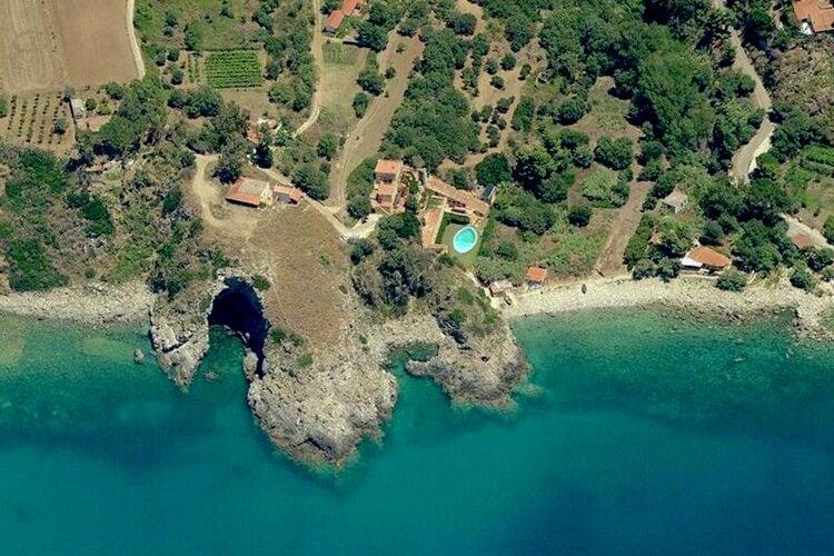 Vakantiehuis met zwembad met wifi  BasilicataMandorlo