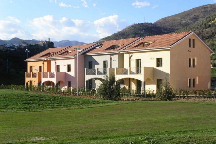 Castellaro Vakantiewoningen te huur Comfortabel ingerichte appartementen, gelegen op kleinschalig park met o.a. zwembad en golfbaan