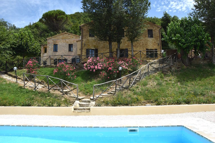 Vakantiehuis met zwembad met wifi  MarcheVilla Carina