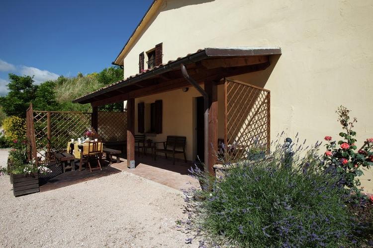 Vakantiehuizen Italie | Marche | Boerderij te huur in Cagli met zwembad  met wifi 6 personen