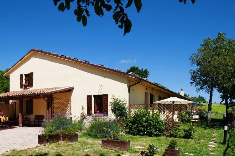 Boerderij met zwembad met wifi  Cagli  Agriturismo met een prachtig panorama, zwembad, 3 km van Cagli