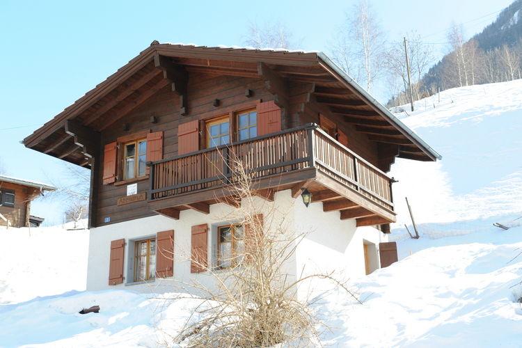 Vakantiehuizen Zwitserland | Jura | Chalet te huur in Bister    5 personen