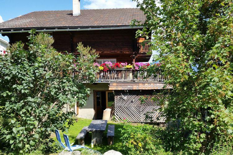 Appartement  met wifi  Tschappina  Sfeervolle vakantiewoning met terras midden in een bergdorpje