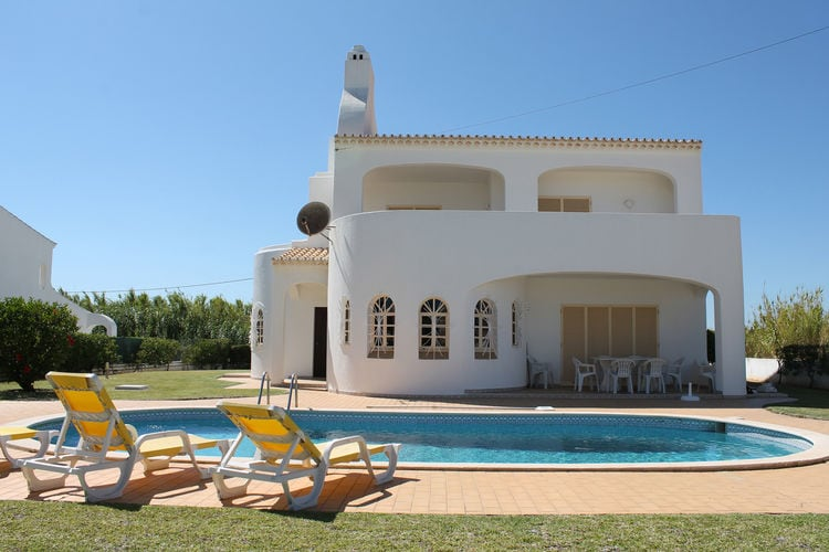 Villa huren in Albufeira - met zwembad   met zwembad voor 8 personen  Deze prachtige, moderne villa met ..