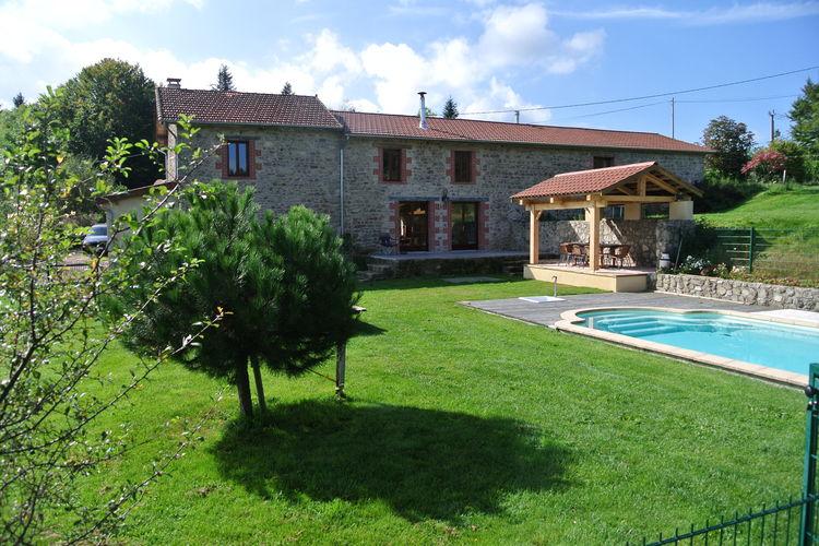 Auvergne Vakantiewoningen te huur Twee gerestaureerde natuurstenen gîtes op domein met zwembad, 2 meertjes