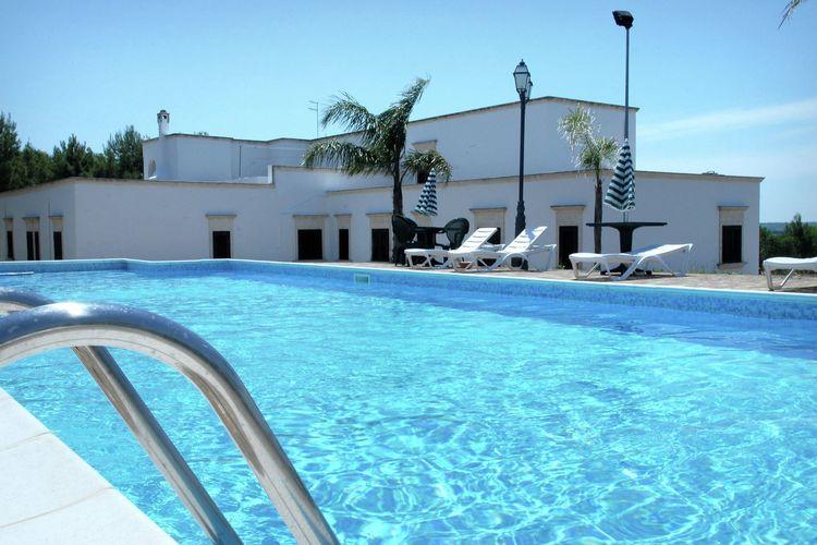 Torricella Vakantiewoningen te huur Boerderij met zwembad, sportfaciliteiten, restaurant en wijnproductie