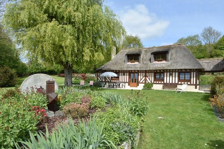 Normandie Vakantiewoningen te huur Riante vakantiewoning met grote tuin en uitzicht, nabij de badplaats Deauville