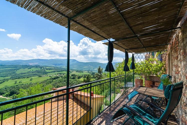 Vakantiewoning  met wifi  Montecastelli Pisano  Onderdeel van een groot huis in het centrum van Montecastelli-Pisano