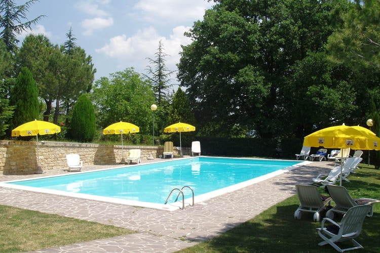 Montelparo Vakantiewoningen te huur Familiehuis met openluchtzwembad in Le Marche
