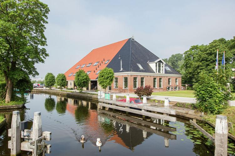 Sneek Vakantiewoningen te huur Comfortabel appartement in authentieke, Friese boerderij bij Sneek