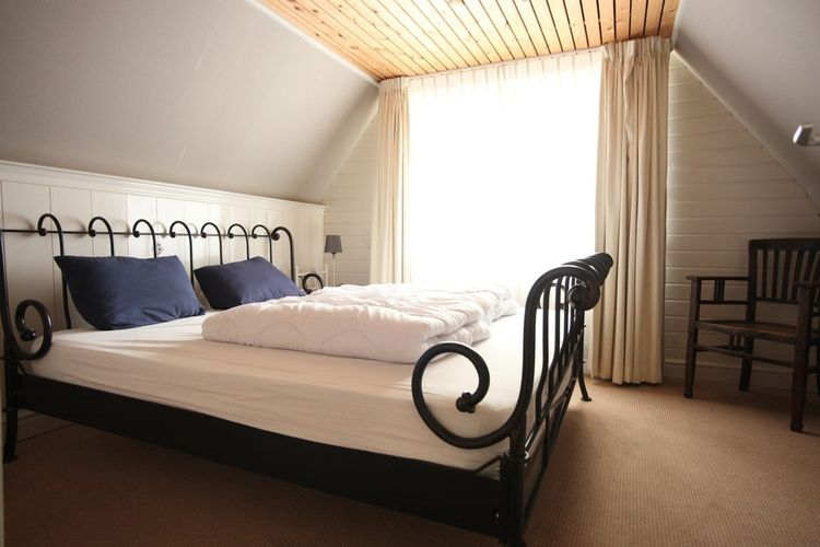 Holland | North Sea Coast North | Holiday home Recreatiepark Wiringherlant - Anno Nu XL | all year | BedRoom