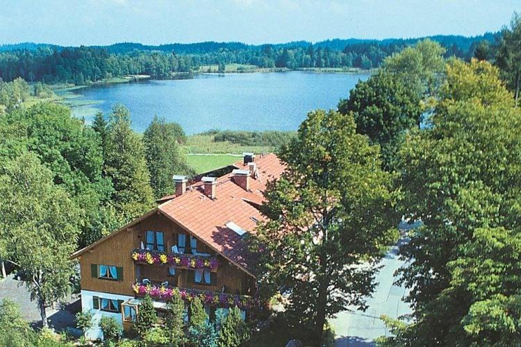 Gezellig appartement in het zuiden van de regio Pfaffenwinkel gelegen aan een natuur-kuuroord